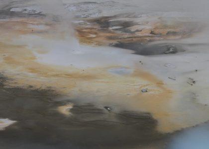 A diminutive geyser